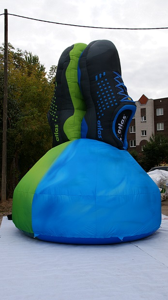 Inflatable XXL shoes