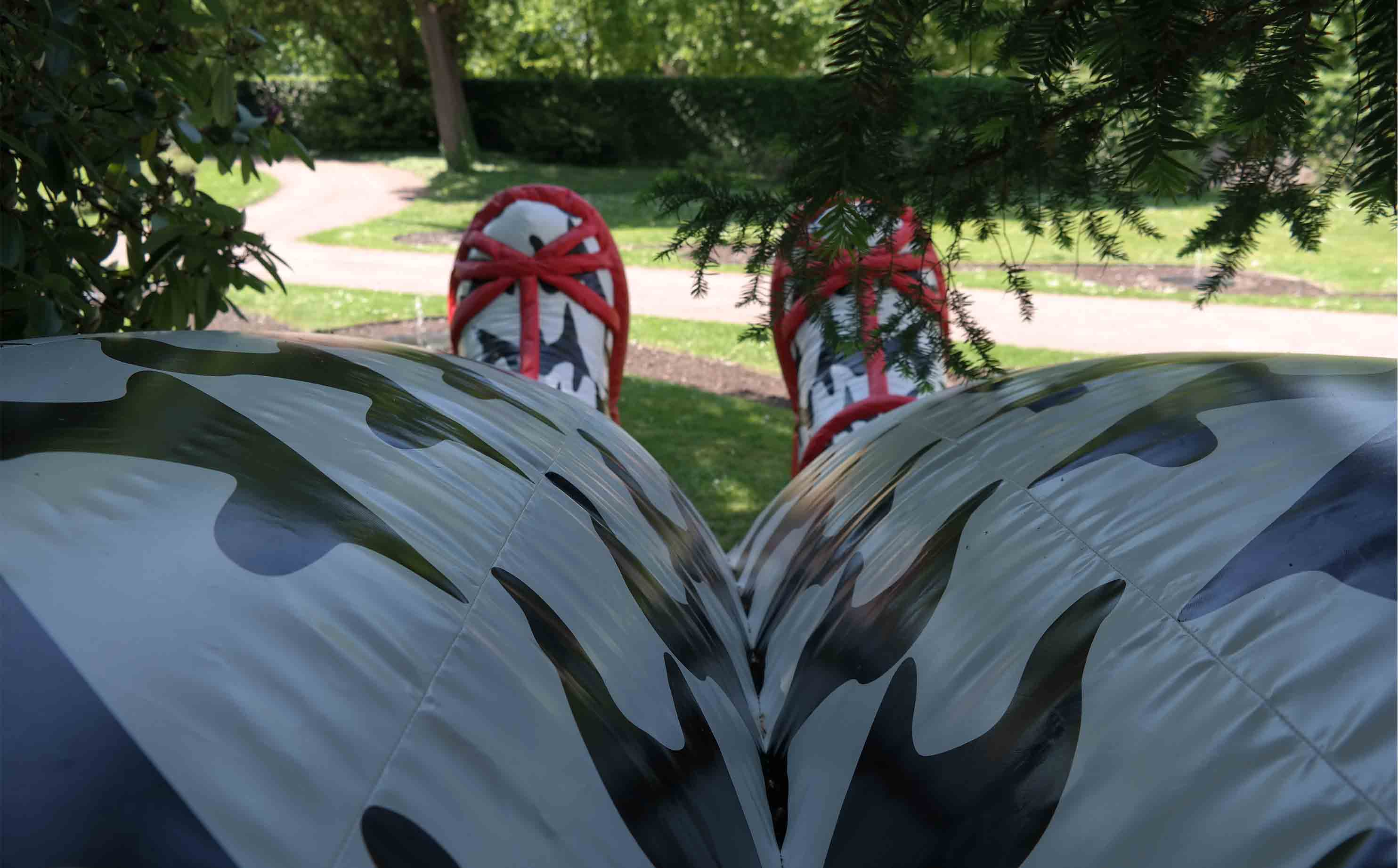 inflatable-archway-women-shoes