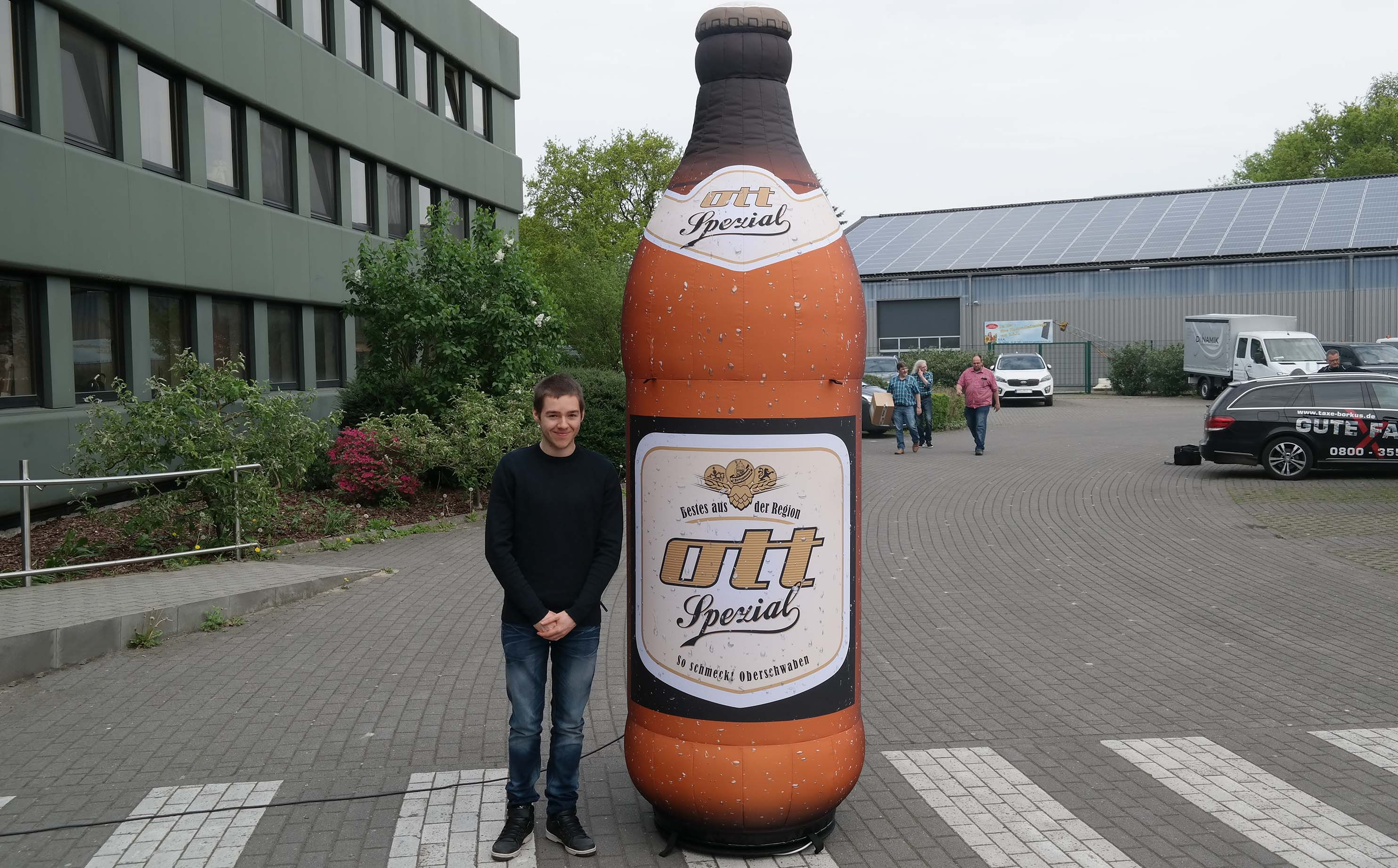 beer-ott-inflatable-bootle