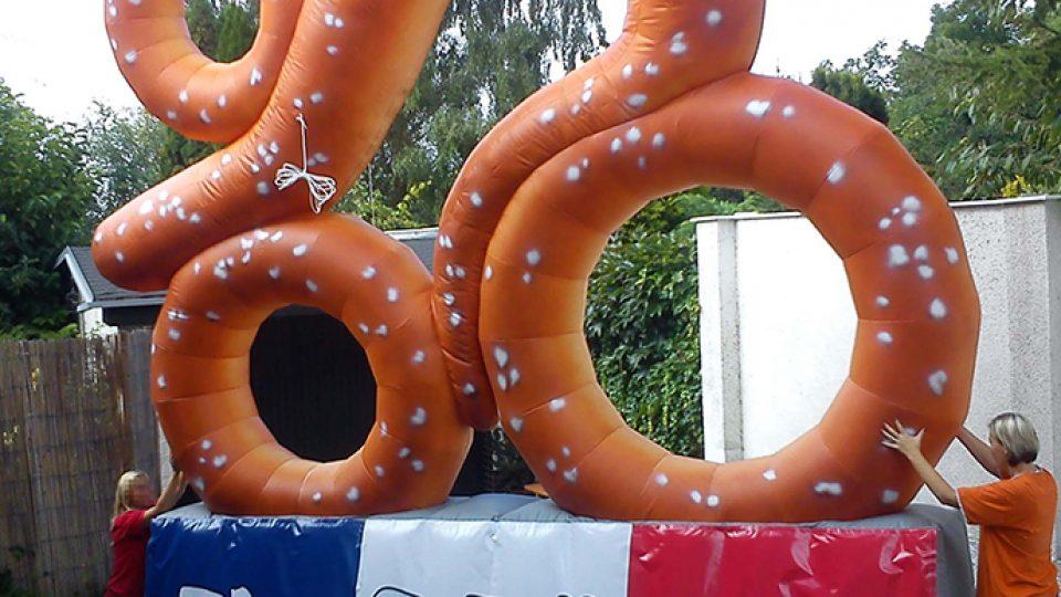 pretzel-bike-inflatable-baker