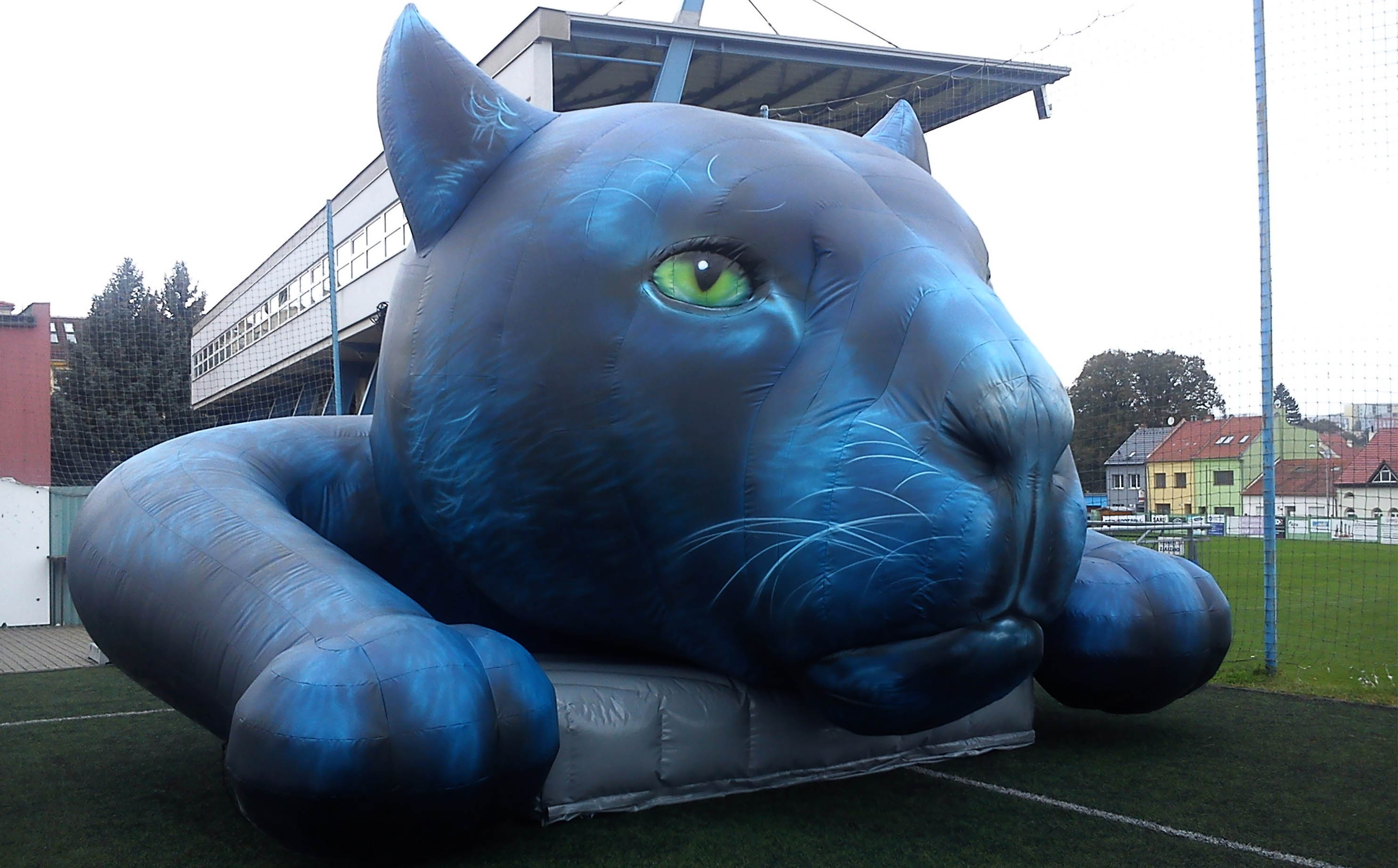 panther-inflatable-replica