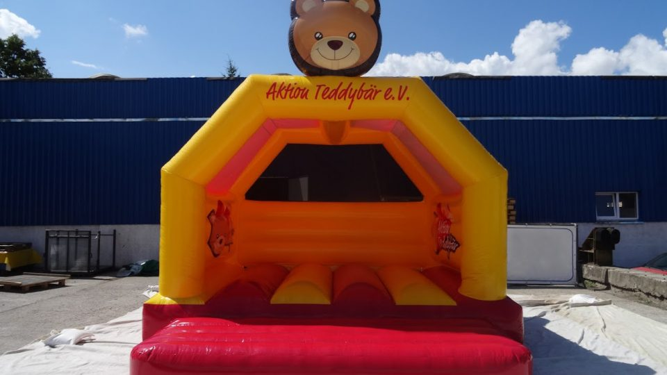 bouncer_inflatable_pets