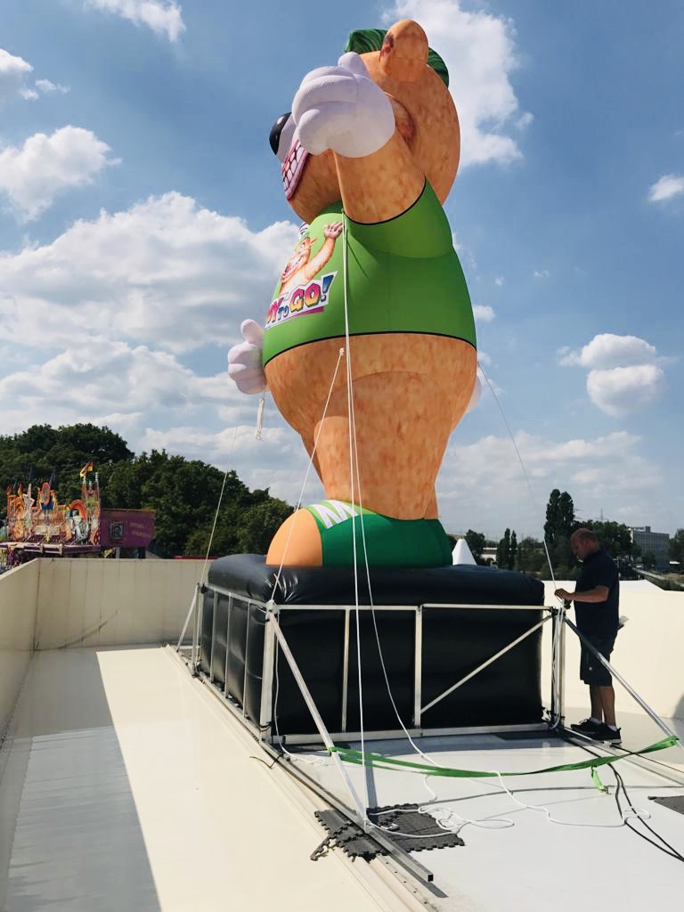 inflatable_teddy_roof_advertising