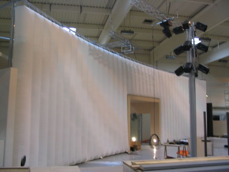 Inflatable wall for an exhibiton stand or an event