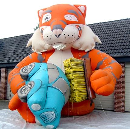Aufblasbare Esso Tiger Werbung für die Waschstraße
