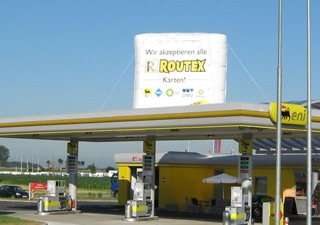 angestrahlte Inflatable Tankstellen Werbung