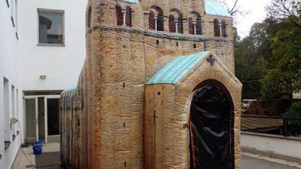 Aufblasbare Kirche