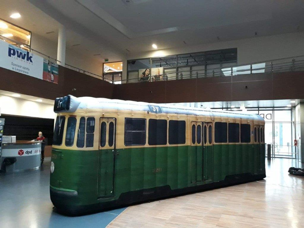 Aufblasbare Straßenbahn