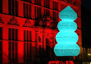 Inflatable art object can be illuminated