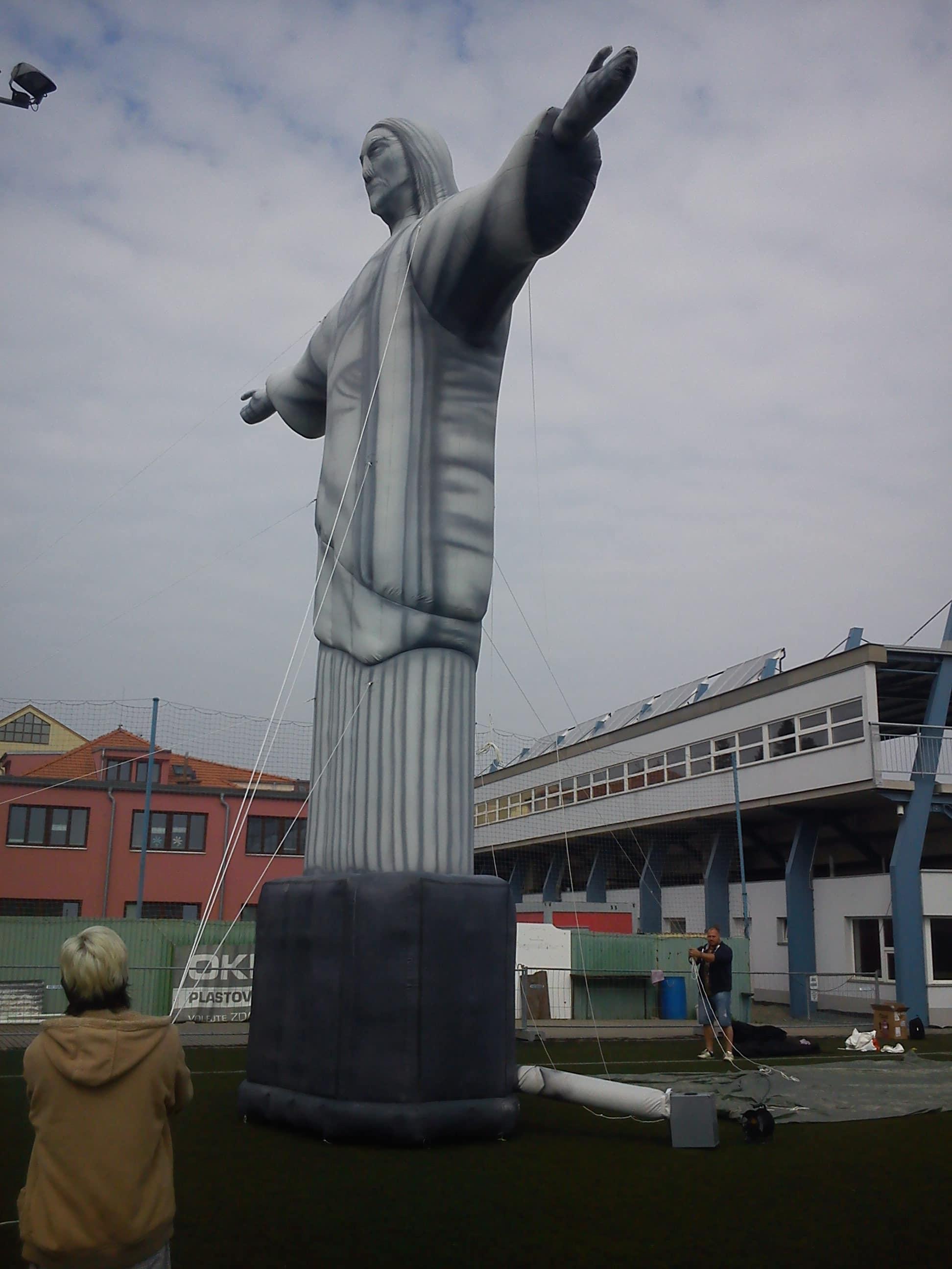 Aufblasbare Jesus-Statue