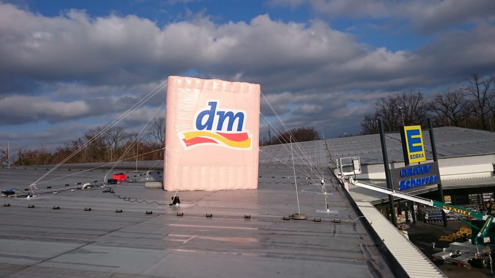 Aufblasbare Dachwerbung dm