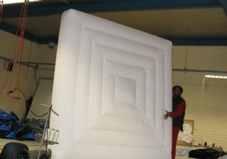 Präsentation of inflatable art object