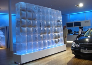 Inflatable transparent partition wall for exhibition and events