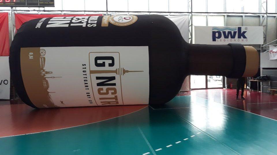 aufblasbare Riesenflasche