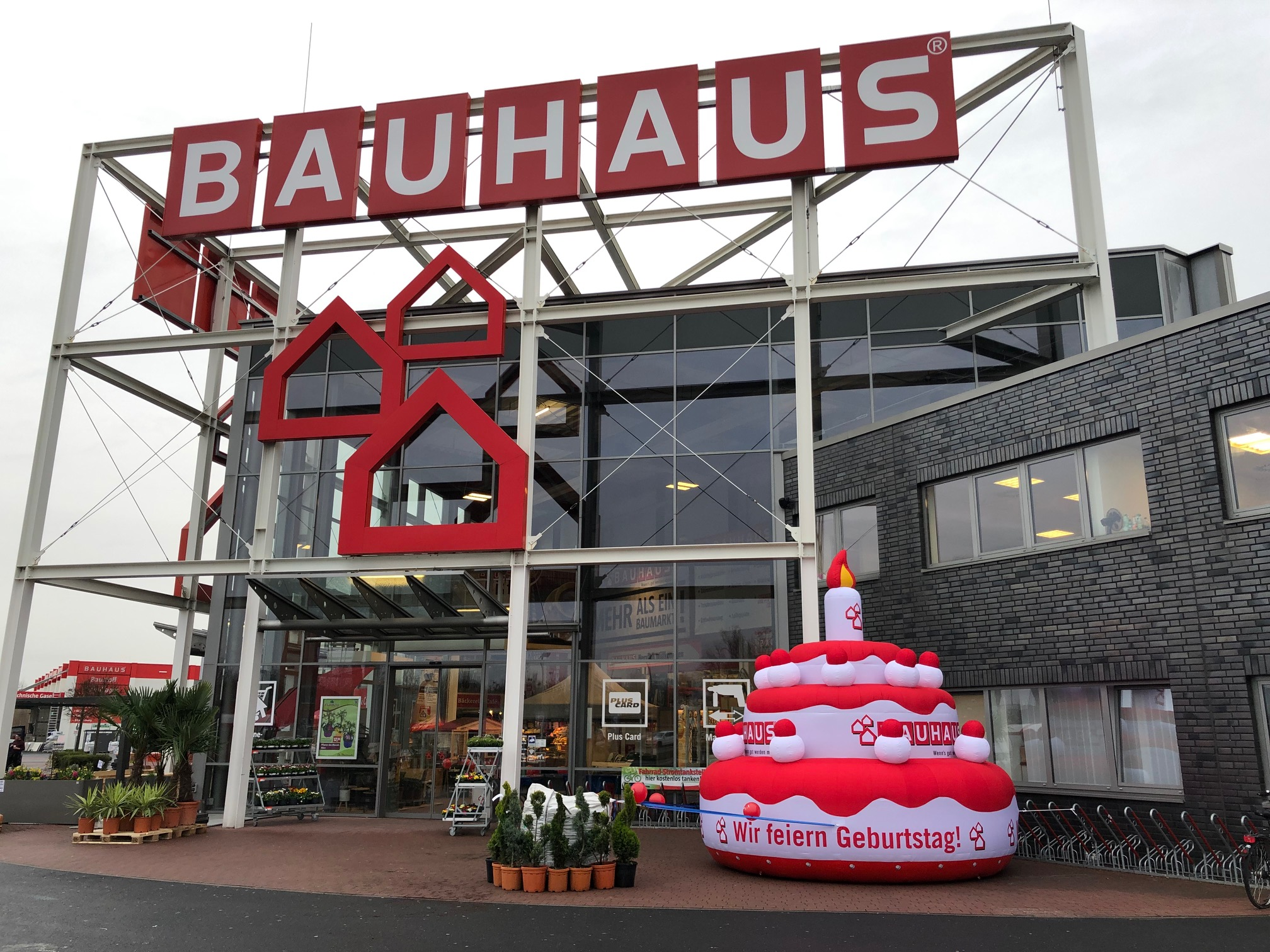 Aufblasbare Torte Bauhaus