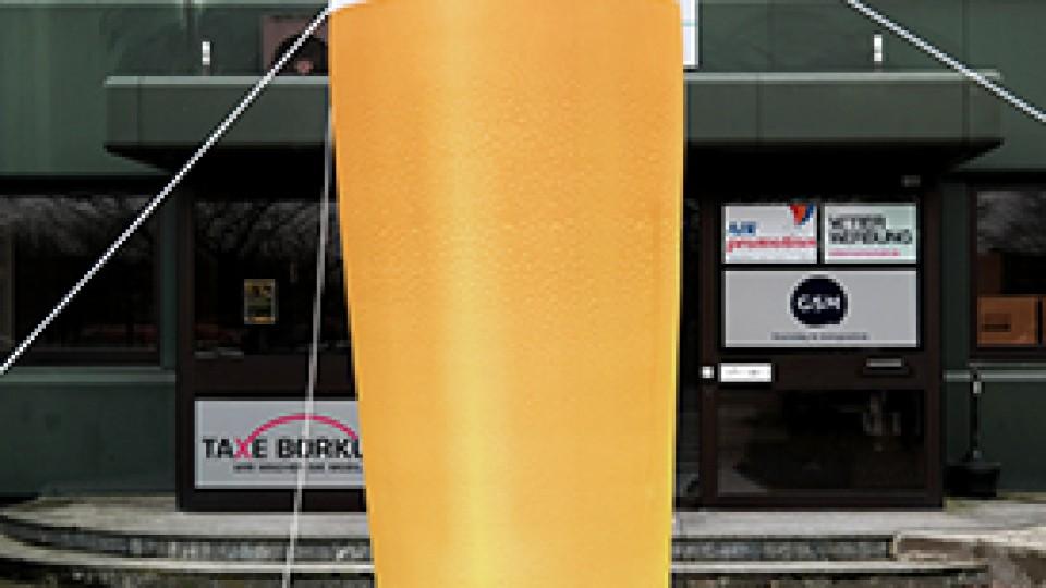 Beleuchtetes Riesen-Bierglas