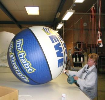 Mit Luft gefüllter EWE Ball