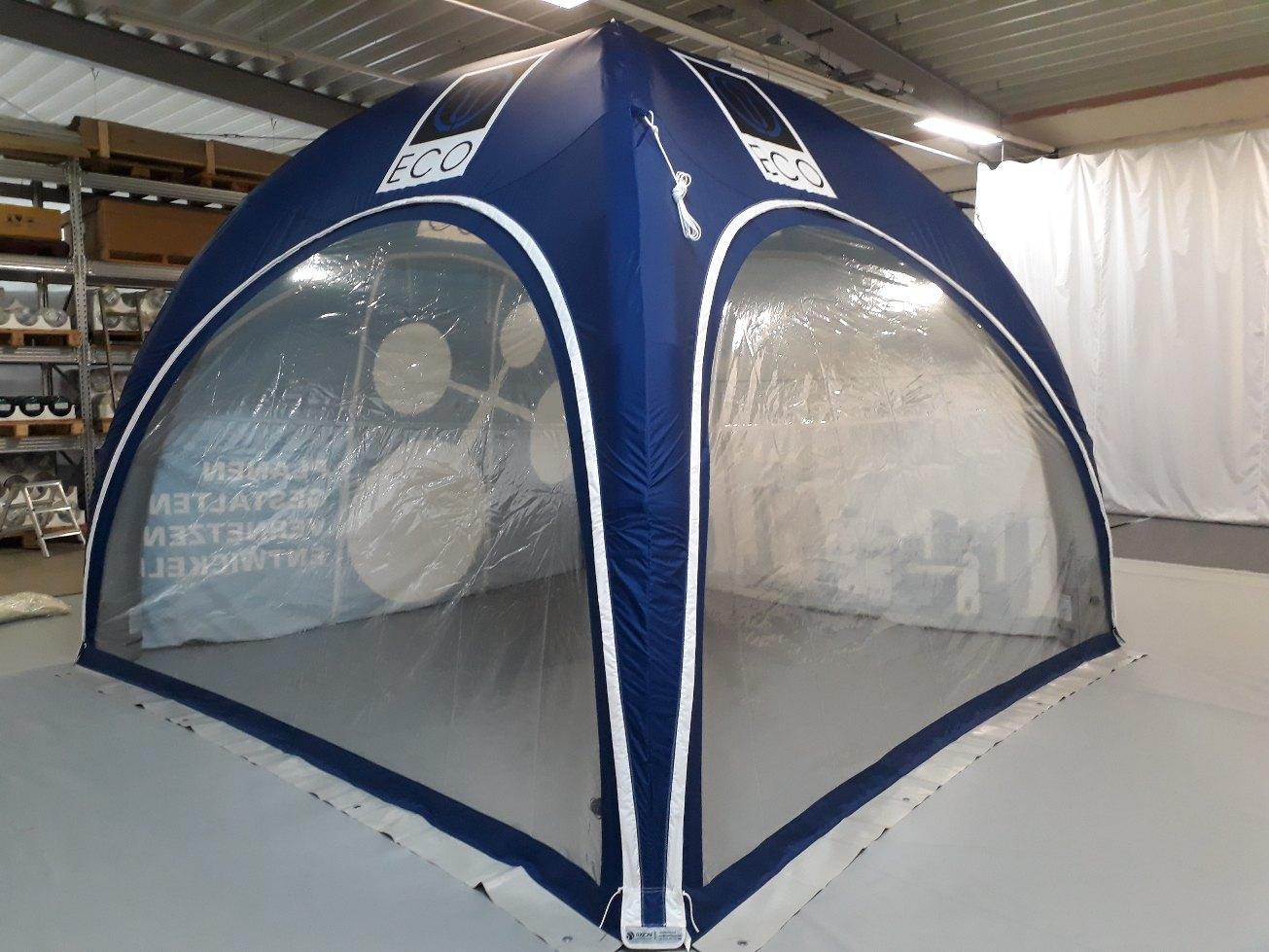 Aufblasbares Zelt mit Türen