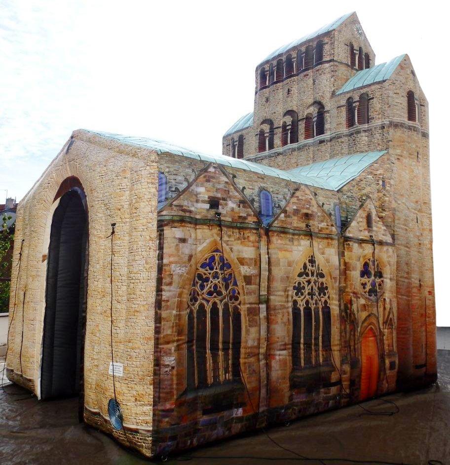Aufblasbare kunstvoll verzierte Kirche