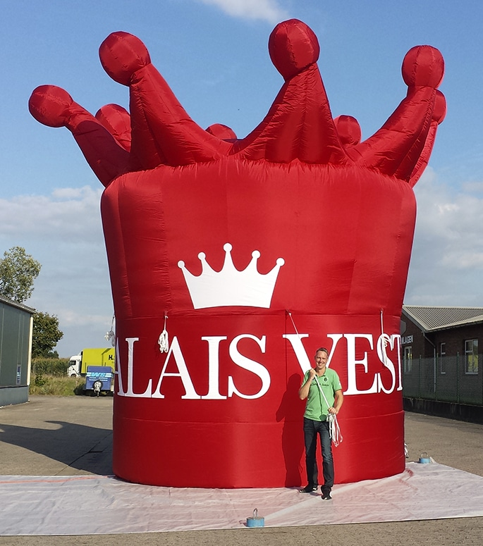 Inflatable giant red crown for Palais Vest