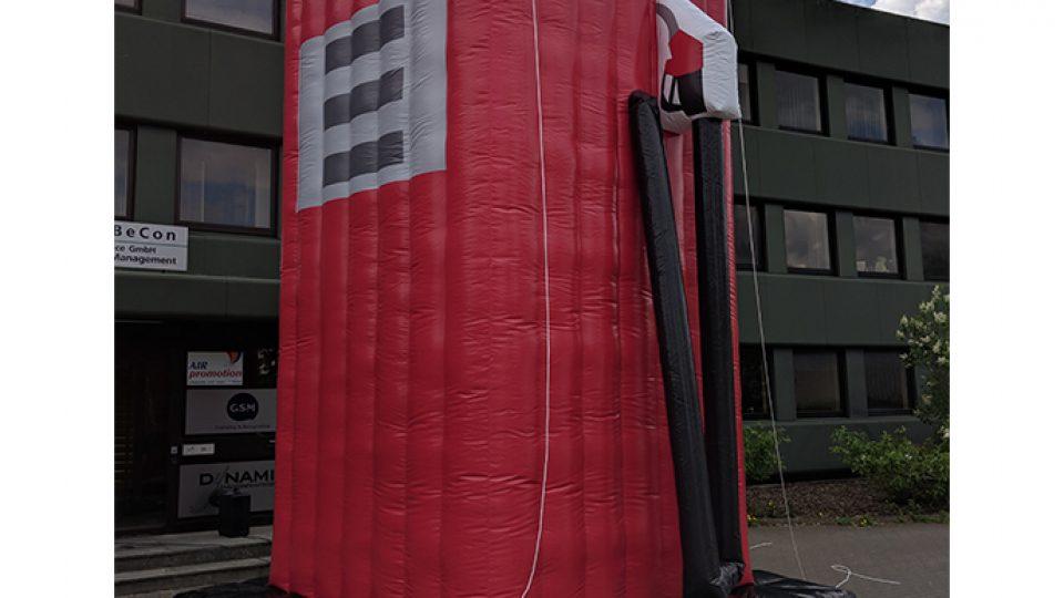 tankstelle-aufblasbar-dachwerbung