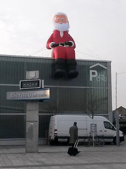 Aufblasbarer Kantenhocker Weihnachtsmann