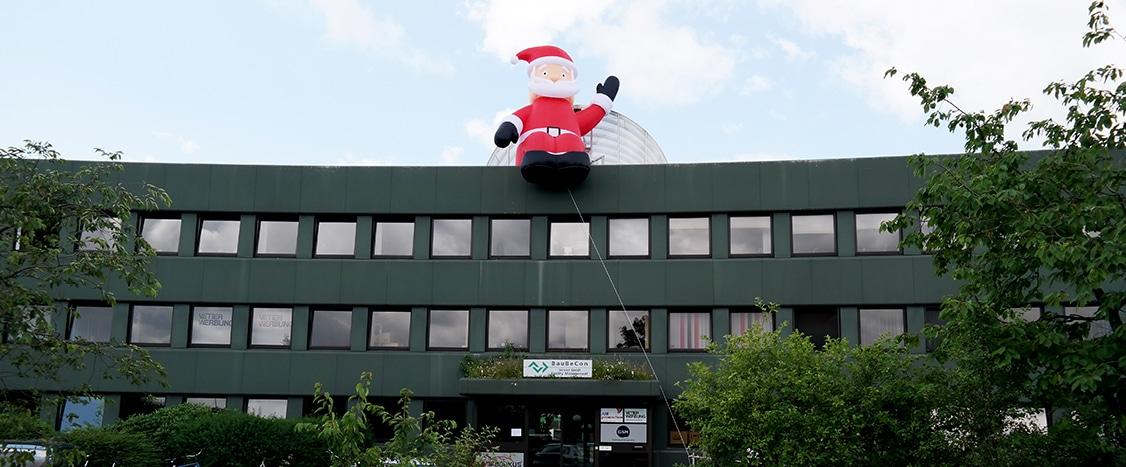 riesiger Weihnachtsmann Berlin zum Aufblasen